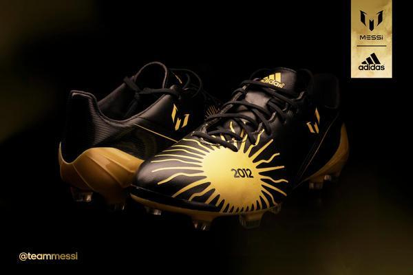 Les chaussures de Lionel Messi spécial ballon d'or