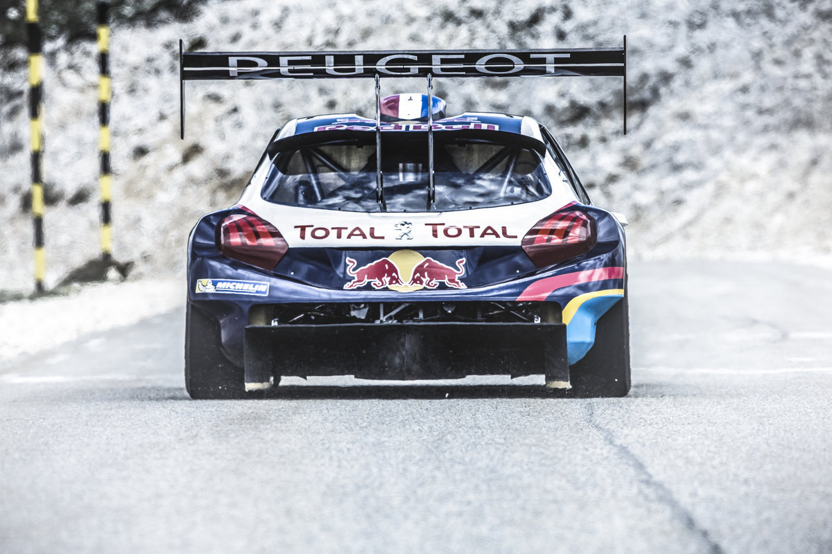 s bastien loeb teste sa peugeot 208 pikes peak au mont ventoux. Black Bedroom Furniture Sets. Home Design Ideas