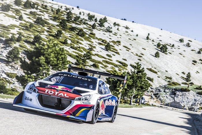 Sébastien Loeb au volant de la Peugeot Pikes Peak au Mont Ventoux
