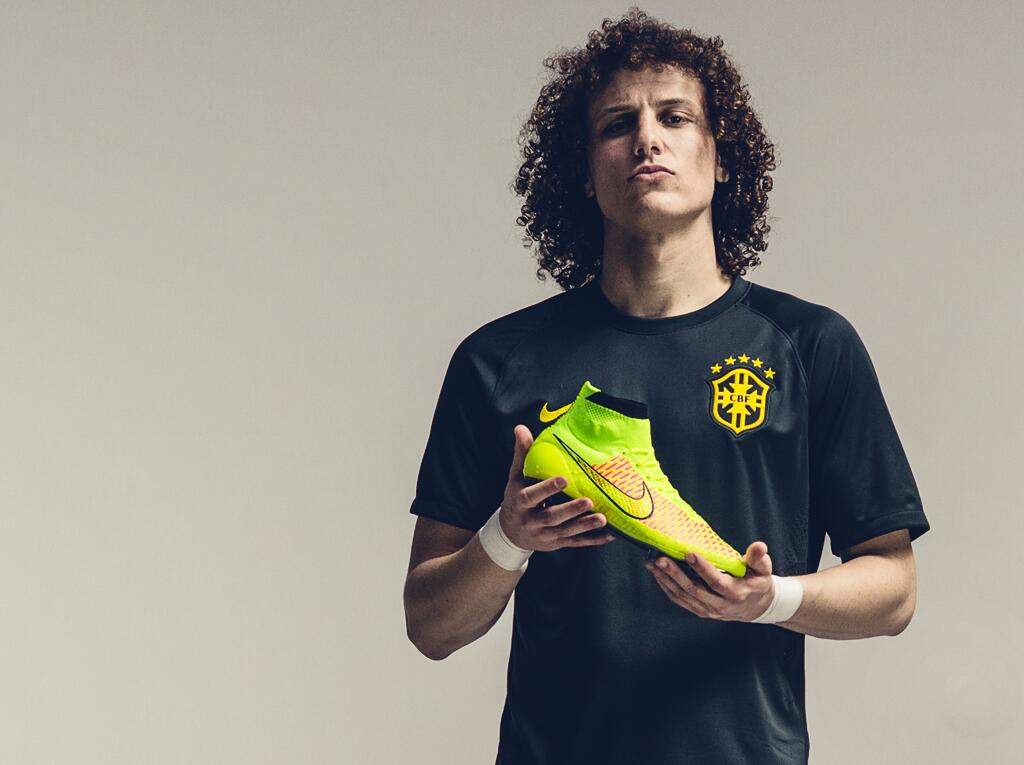 David Luiz présente les Nike Magista