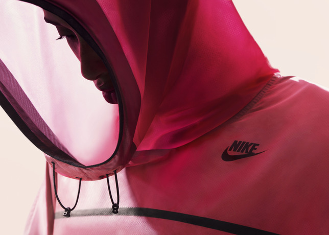 Nike-tech-pack-hyperfuse-poncho (2)