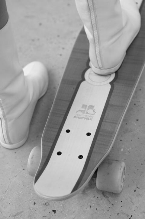 Courrèges-Eastpak-Diva-Cruiser-skateboard (1)