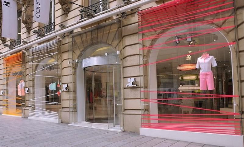 Devanture du magasin Courrèges à Paris