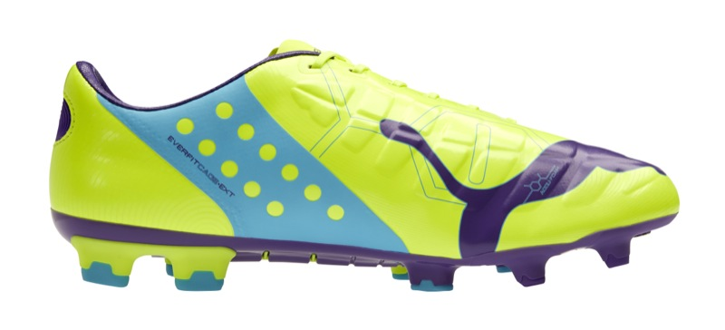 code promo 48d08 b96f5 Puma lance ses crampons evoPOWER en jaune et violet