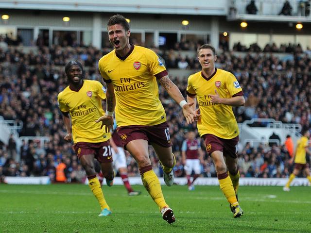 Olivier Giroud porte le maillot de Arsenal